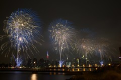 Macy's July 4th Fireworks (Billy K. Chen) Tags: nyc newyork newyorkcity eastriver greenpoint brooklyn fireworks macysfireworks july4th longexposure