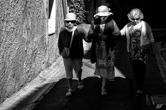 The girlfriends ! (poupette1957) Tags: art atmosphre black canon city curious french humanisme imagesingulires market life lady monochrome bw noir old photographie people portrait rue street travel town urban ville