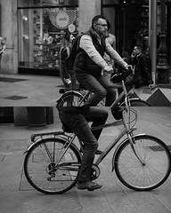 [La Mia Citt][Pedala] (Urca) Tags: 89110 milano italia 2016 bicicletta pedalare ciclicsta ritrattostradale portrait bike bicyclenikondigitale mir biancoenero bn bw blackandwhite