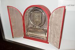 Nazi trophy (quinet) Tags: 2013 allemagne deutschland germany hakenkreuz munichstatemuseum mnchen nsdap rassismus stadtmuseummunich nazi racism racisme svastika swastika munich bavaria