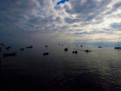 En el muelle (Guillermo Feli) Tags: chile sky muelle mar pacificocean cielo nubes pacifico oceano mejillones antofagasta