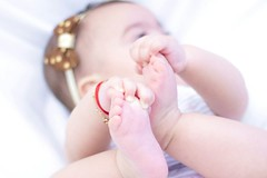 Clara Sophia (Italberto Dantas) Tags: brazil portrait baby girl face brasil canon children foot eos 50mm hand beb criana 18 60d