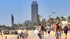 Juliol_0031 (Joanbrebo) Tags: barcelona people beach gente playa gent platja bogatell eosd lunaphoto platjadelbogatell urbanarte canoneos80d efs55250mmf456is peopleandpaths