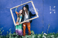 Amber and Tom beyond the frame. (mecenas zielon) Tags: summer urban city tones colours streetphotography people peaceandlove hippies happy manchester portrait couple