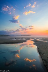 Acto Reflejo - Reflex action (IrreBerenT) Tags: sea actoreflejo reflexaction sunset colors nature landscape sanvicentedelabarquera cloudsescape clouds reflections irreberentenataliaaguado cantabria beach