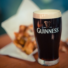 Time for a Guiness (kai_litzenberg) Tags: light summer food fish beer glass field canon table photography 50mm licht essen bokeh outdoor f14 sony 14 chips foodporn bier shallow guiness product tisch depth available lense fd getränk tiefenschärfe a7r bervage