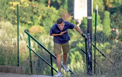 MM00A-1607 VALAUR STR TEL BOK D3200 (Marsel Minga) Tags: boy young ragazzo tired bow green rome city summer stanco catching breath fence shirt shorts