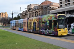 115-Adelaide-27_08_16 (2) (Lt. Commander Data) Tags: 2016 winter august australia southaustralia adelaide victoriasquare entertainmentcentre baytram bay glenelg 115 adelaidemetro tram classic flexity