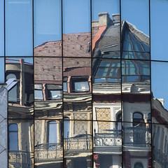 the crazy house (ewaldmario) Tags: vienna wien city house reflection glass architecture austria crazy nikon spiegelung distorsion crazyhouse stephansplatz haashaus caleidoscope ewaldmario