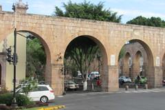 Acueducto de Morelia (sftrajan) Tags: méxico mexico morelia colonial unescoworldheritagesite aqueduct acueducto michoacán 18thcentury patrimoniomundialdelahumanidad acueductodemorelia