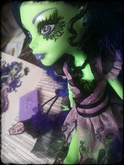 Amanita & her Diary (Missy_Crane) Tags: cute fashion monster high doll nightshade mh mattel amanita corpseflower