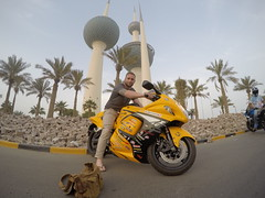 Met some local kids driving around om speed bikes. Here ontop of a Suzuki Hayabusa infront of The Kuwait Towers!