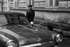ГАЗ-21 Волга - Ukraine, Lviv (Lwów) (Analog World Thru My Lenses) Tags: ricohxr7 rikenon50mmf14 agfaapx400 ukraine lviv lwów march 2016 rusty old classic car oldtimer volga gaz21 classiccar газ21 волга
