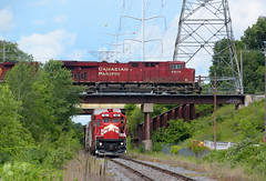 Over and under in Little Canada (wc_sd45_7500) Tags: railroad minnesota train pacific railway trains canadian commercial hugo cp ge job crp es44 sf30b