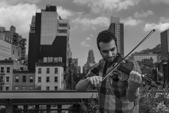 Mozart  la carte (Icker_Malabares) Tags: mozartlacarte violin streetmusic streetviolinist musician highline chelsea manhattan nyc newyorkcity blackandwhite blancetnoir blancoynegro schwarzweiss biancoenero streetportrait