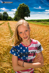 Girl in cornfield (MVT Pictures - www.mvtfotografie.nl) Tags: nikond600 korenveld