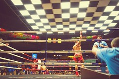 And the winner is - Muay Thai @ Rajadamnern Stadium. (simu84) Tags: muaythai bangkok thaiboxing thailand sonyrx100m3 sonyrx100mark3 rx100iii rx100 sony boxing rajadamnern