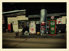 Gas Station 50 Mercury (gpholtz) Tags: diorama miniatures 118 diecast 1950 mercury