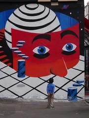 contemplation artistique (Jeanne Menj) Tags: streetart ruestmaur paris11 contemplation artistique enfant
