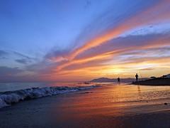 La orilla (Antonio Chacon) Tags: atardecer marbella mlaga mar mediterrneo costadelsol espaa spain sunset