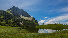 Bayern / Bavaria:  Unterer Geialpsee (CBrug) Tags: mountain lake berg germany landscape bayern deutschland bavaria see outdoor pflanze lac peak gras landschaft oberstdorf rubi allgu reichenbach hgel oberallgu rubihorn bergspitze geisalpsee unterergeisalpsee