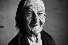 la sra carmen (mdvagua) Tags: callejeando street bw retrato portrait mdvagua marianodelvalle gitana