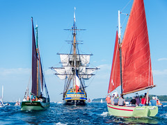 L'Hermione et son escorte (Dimitri Fossard) Tags: old sea mer seascape boat sailing ship bretagne breizh brest sail bateau voile voilier vieux bzh grement brest2016