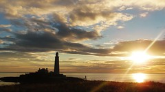 Sunshine at Dawn - St. Mary's Island - Whitley Bay (Gilli8888) Tags: whitleybay sunrise lighthouse stmaryslighthouse tyneandwear dawn clouds sky light batesisland coast eastcoast northsea coastline seascape silhouette