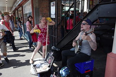 Washtub bass (panfriedcharlie) Tags: banjo washtubbass streetmusicians due pikeplace seattle grii