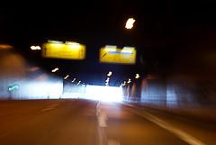 10-04-25 dyn tunn rck 5  dsc02063 (u ki11) Tags: ausgang b236 dynamik flucht kurve lichterkette schild tunnel twunscharf