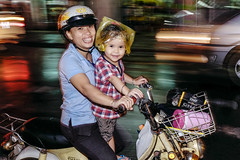 Mother and daughter (-clicking-) Tags: life smile smiling night children happy nightshot mother streetphotography streetportrait happiness streetlife vietnam dailylife saigon motherandchild