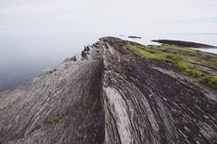 le Verte ( CHRISTIAN ) Tags: qubec bassaintlaurent leverte roche rock nature paysage landscape rive shoreline schiste schist gologie geology nikon wideangle grandangle