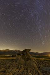 Hechizo nocturno (explore) (Rafael Dez) Tags: espaa alava laguardia nocturna estrellas piedras circumpolar lahechicera rafaeldez paisaje dolmen