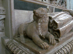 Warwick - Collegiate Church of St Mary (pefkosmad) Tags: bear uk england sculpture pet male church infant child tomb son chapel reclining stmary warwick warwickshire effigy collegiate beauchamp parishchurch robertdudley collegiatechurchofstmary beauchampchapel thenobleimpe baronofdenbigh
