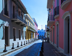 Calle Fortaleza (Oquendo) Tags: santa street old architecture canon puerto catalina calle arquitectura san juan colonial palace rico spanish fortaleza caribbean executive markiii antihuo