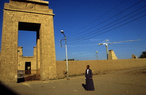 "Ägypten 1999 (297) Karnak-Tempel: Tempel des Chons • <a style=""font-size:0.8em;"" href=""http://www.flickr.com/photos/69570948@N04/28107179414/"" target=""_blank"">View on Flickr</a>"