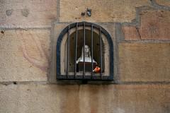 Petit buste de Vierge / Niche 11 rue Verrerie Dijon (Charles.Louis) Tags: dijon bourgogne ctedor niche patrimoine art sacr religion statue statuaire architecture buste pierre vierge