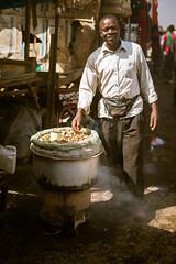 Vendedor de Cacahuetes /  Peanut vendor (rrmontero) Tags: vendedor cacahuetes vendor peanuts kenya nairobi kenia streetphotography africa