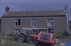 Ynys y Gau, no nonsense farmhouse, 22/07/99 (Mary Gillham Archive Project) Tags: st1184 wales 14529 1999 22071999 agriculture gwaelodygarth