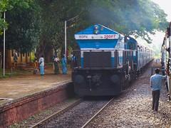 Chalukya Exp. (B V Ashok) Tags: indianrailways ir tirunelvelidadar tendr chalukya express 11022 swr cr sr kjm wdp4 emd 20067 sampige spgr