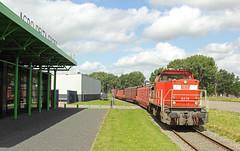 DBC 6479 met vier wagens voor Van Leeuwen (kevinpiket) Tags: dbcargo db 6400 6479 diesellocomotief dieselloc goederentrein goederenwagens buizen industrieterrein degrotelindt spoorlijn dijk weg zwijndrecht zuidholland nederland canon 60d