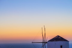 Hue (Quasqua) Tags: 2016 greece grèce ia mill oia santorini sunset egeo gr moulin cocherdesoleil