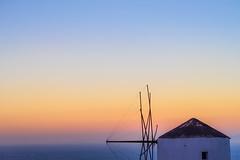 Hue (Quasqua) Tags: 2016 greece grce ia mill oia santorini sunset egeo gr moulin cocherdesoleil