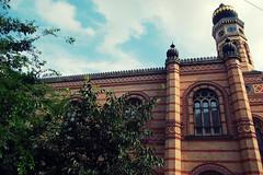 Sinagoga, Budapest (igorigor88) Tags: trip travel trees summer sky colors architecture alberi clouds construction nikon hungary nuvole estate cielo costruzione colori viaggio architettura vacanza ungheria sinagoga d40