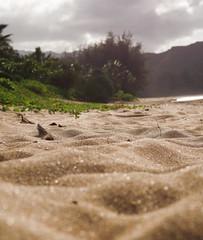 Hanalei Beach (bior) Tags: beach hawaii sand kauai 40mm hanalei hanaleibay pancakelens hanaleibeach pentaxk01 da40mmf28xs smcpentaxda12840mmxs