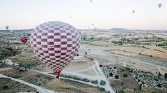 Globos de Goreme (PhotoSebastian) Tags: turqua turkey goreme hot air balloon flying high