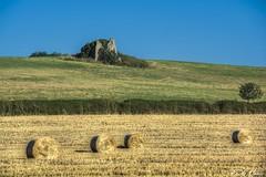 La campagna d'estate - Summer country (Pablos55) Tags: countryside view ruin meadow campagna hay veduta rudere fieno prati