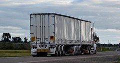 Fitzgerald (quarterdeck888) Tags: trucks truckies transport australianroadtransport roadtransport lorry primemover bigrig overtheroad class8 heavyvehicle highway road truckphotos nikon d7100 movingtrucks jerilderietrucks jerilderietruckphotos quarterdeck frosty expressfreight generalfreight logistics overnightfreight highwayphotos semitrailer semis semi flickr flickrphotos bdouble bdoubletautliner t904 kenworth fitzgerald