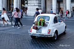 Roma. Vintage Fiat 500 bucolico-campagnola (R come Rit@) Tags: italia italy roma rome ritarestifo photography streetphotography automobile car 500 fiat fiat500 vintage bucolica campagnola bucolic peasant uva grapes frutta fruits vino wine decorations decorazioni decori details