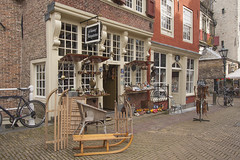 Delft (Jan de Neijs Photography) Tags: delft markt zuidholland dekaerskorf slee holland nederland olddutch iceskates antiquiteiten koosrozenburg antiekwinkel
